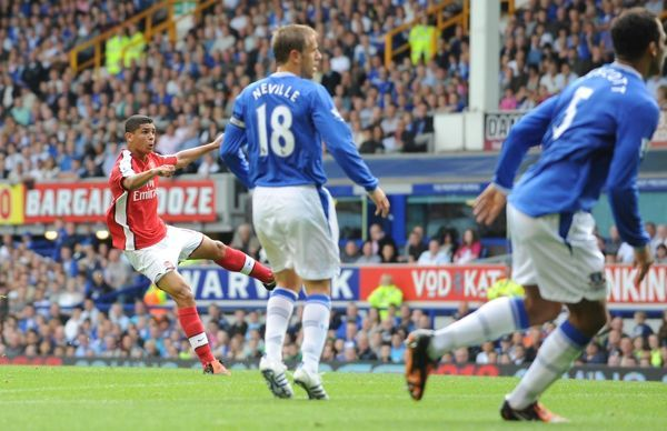 Denilson shoots past Everton goalkeeper Tim Howard