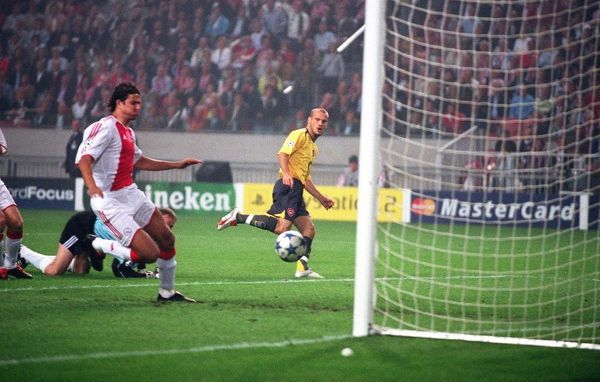 freddie ljungberg chips the ball over ajax