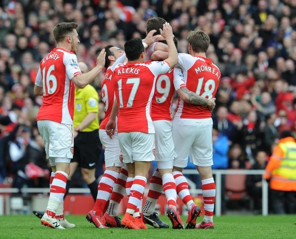 Hector Bellerin celebrates scoring Arsenal's 1st goal with his team mates. Arsenal 4