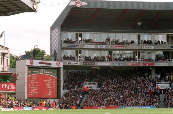 the jumbo tron and the clock end arsenal 2