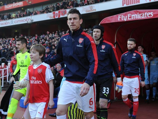 Laurent Koscielny (Arsenal) with the mascot before the ...