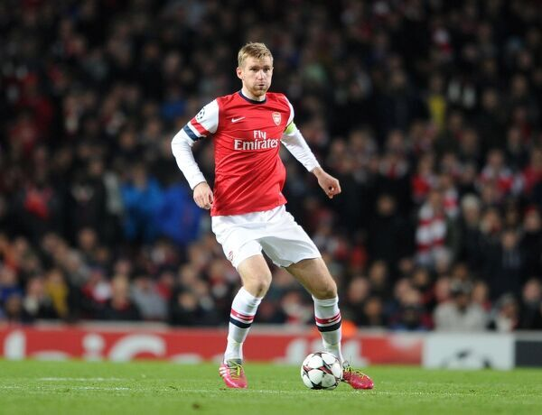 Per Mertesacker (Arsenal). Arsenal 2:0 Olympic Marseille. UEFA Champions League. Group F