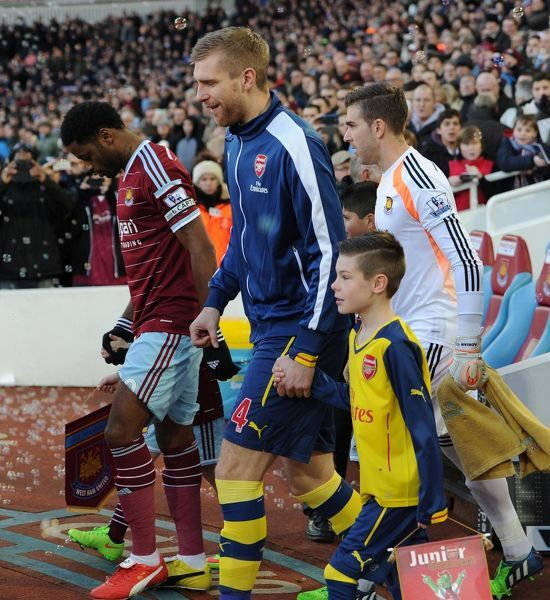 mertesacker arsenal mascot west ham united 12 arsenal