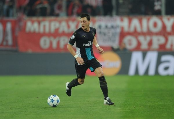 mesut ozil arsenal olympiacos 03 arsenal