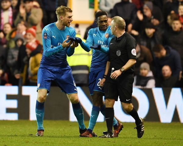 NOTTINGHAM, ENGLAND - JANUARY 07: (L-R) Per Mertesacker and Danny Welbeck complain to referee John Moss after the 2nd Nottingham Forest penalty during the FA Cup 3rd Round match between Nottingham Forest and Arsenal at City Ground on January 7, 2018 in Nottingham, England
