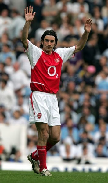 robert pires celebrates scoring arsenals