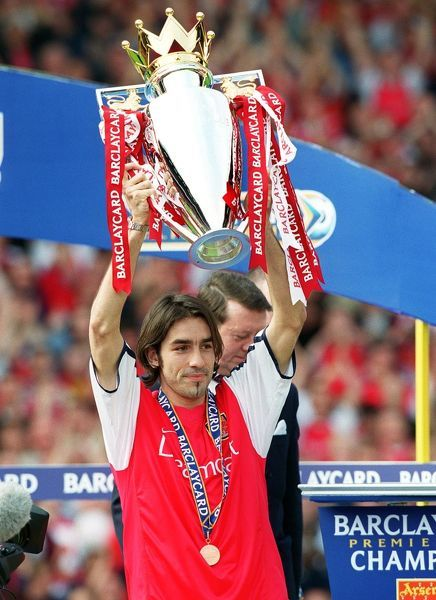 robert pires lifts the fabarclaycard premiership