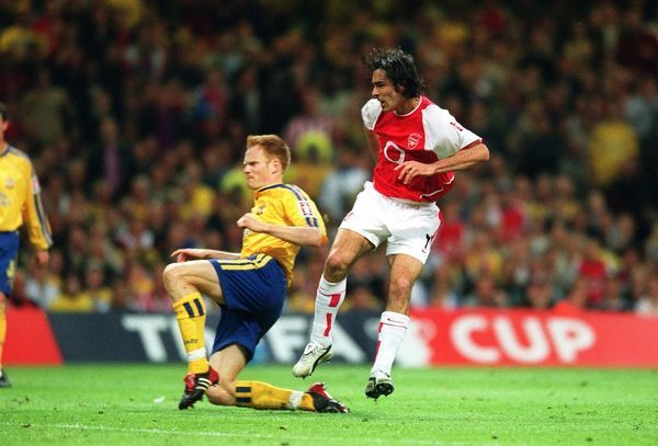 robert pires shoots past southampton defender
