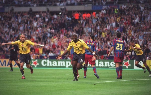 Sol Campbell celebrates scoring Arsenal's goal with Freddie Ljungberg