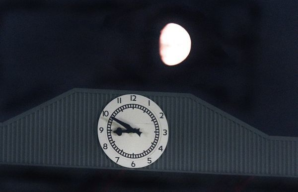 the south stand clock and the moon arsenal 3