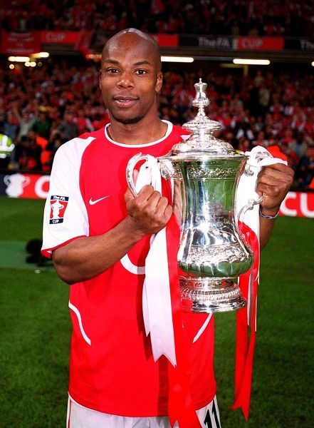 sylvain wiltord arsenal with the fa cup trophy