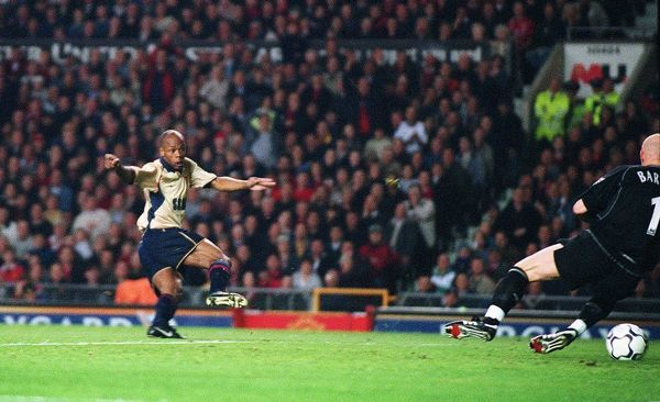 Sylvain Wiltord shoots past Manchester United goalkeeper Fabien Barthez to score the Arsenal goal th