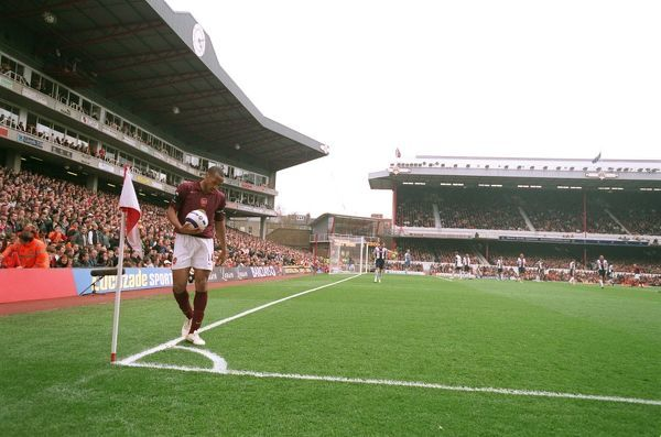thierry henry arsenal prepares corner south