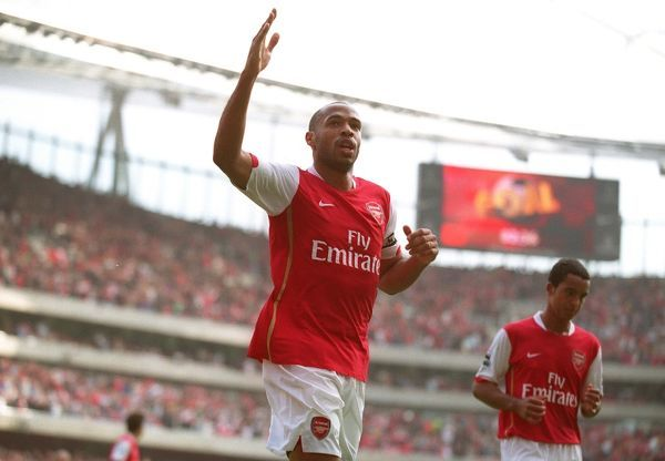 Thierry Henry celebrates scoring Arsenal's 2nd goal