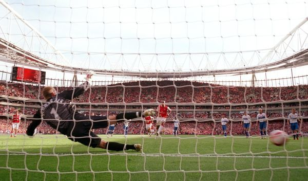 thierry henry scores arsenals goal penalty spot