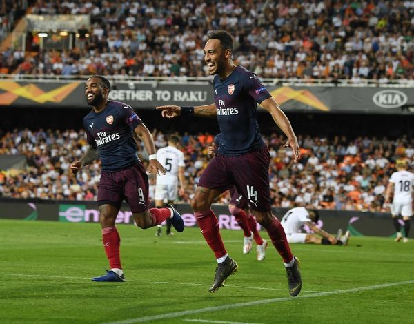 VALENCIA, SPAIN - MAY 09: (R) Pierre-Emerick Aubameyang celebrates scoring the 3rd Arsenal goal with (L) Alex Lacazette during the UEFA Europa League Semi Final Second Leg match between Valencia and Arsenal at Estadio Mestalla on May 09, 2019 in Valencia