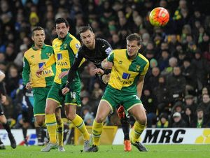 season 2015 16/norwich city v arsenal 2015 16/aaron ramsey arsenal gary oneil graham dorrans