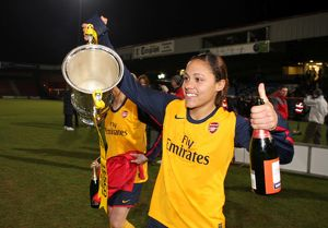 alex scott arsenal with the league cup trophy