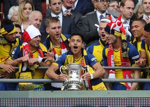 alexis sanchez arsenal lift the fa cup after the match
