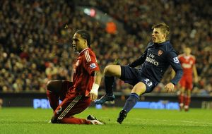 previous season matches/matches 2009 10 liverpool v arsenal 2009 10/andrey arshavin shoots past glen johnson score