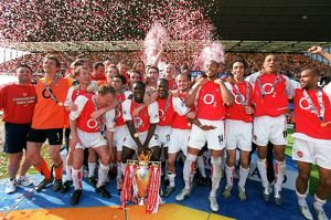 trophies/arsenal celebrate16 040515