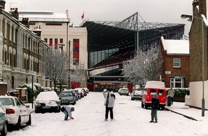 highbury stadium/arsenal stadium snow highbury london 8 1 2003