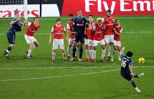 previous season matches/matches 2010 11 arsenal v stoke city 2010 2011/arsenal wall defends jermaine pennant stoke free kick