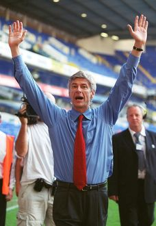 previous season matches/matches 2005 06 tottenham v arsenal/arsene wenger arsenal manager celebrates winning
