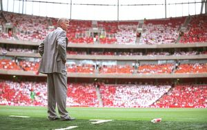 team/players coaches wenger arsene/arsene wenger arsenal manager edge technical area