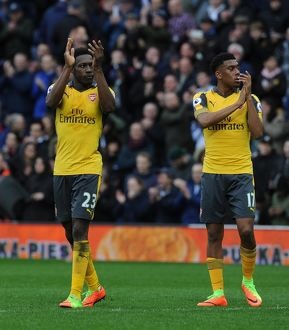 danny welbeck and alex iwobi arsenal clap