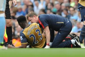 season 2015 16/manchester city v arsenal 2105 16/danny welbeck arsenal treated physio colin lewin