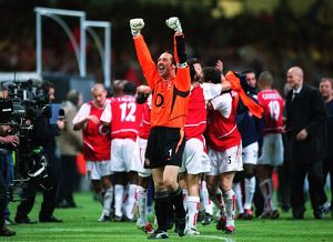 David Seaman (Arsenal) celebrates at the end of the match