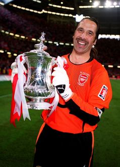 David Seaman (Arsenal) with the FA Cup Trophy. Arsenal 1:0 Southampton. The F