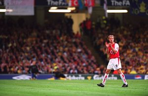 Dennis Bergkamp (Arsenal) claps the fans as he is substituted