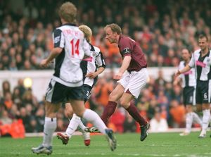legends/ex players bergkamp dennis/dennis bergkamp scores arsenals 3rd goal