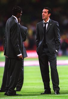 Edu and Kanu (Arsenal) chat before the match. Arsenal 1:0 Southampton. The F