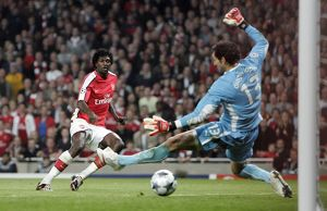 legends/ex players adebayor emmanuel/emmanuel adebayor scores arsenals 2nd goal