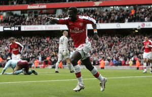 team/players coaches eboue emmanuel/emmanuel eboue celebrates scoring arsenals