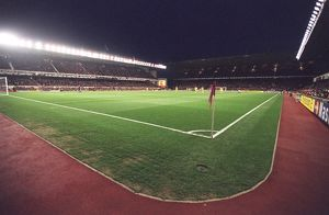 The floodlights are on for the last time. Arsenal 1:0 Villarreal