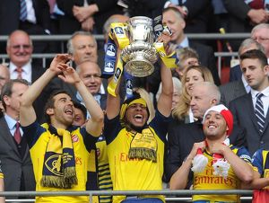 francis coquelin arsenal lift the fa cup after the match