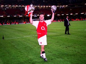 Freddie Ljungberg (Arsenal) with the FA Cup Trophy. Arsenal 1:0 Southampton