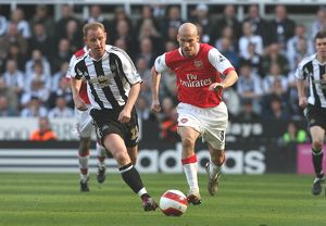 Freddie Ljungberg (Arsenal) Nicky Butt (Newcastle United)
