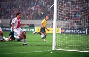 Freddie Ljungberg chips the ball over Ajax goalkeeper Hans Vonk to score the 1st Arsenal goal