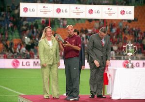 Freddie Ljungberg with his player of the tournament award. Arsenal 2:1 Porto