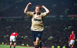 Fredrik Ljungberg celebrates the Arsenal goal, scored by Sylvain Wiltord