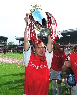 Fredrik Ljungberg with the F.A.Barclaycard Premiership Trophy