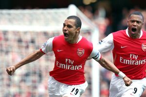 legends/ex players gilberto/gilberto celebrates scoring arsenals 1st