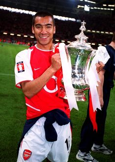 Giovanni van Bronckhorst (Arsenal) with the FA Cup Trophy