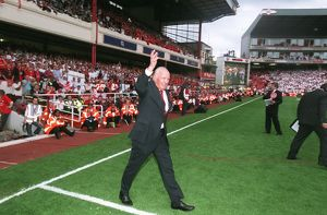 Henry Cooper (Former Boxer) walks onto the pitch for the Highbury Final Salute Ceremony