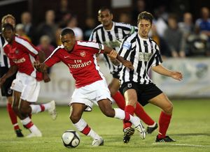 previous season matches/matches 2009 10 maidenhead united v arsenal 2009 10/jay simpson turns mark nisbet maidenhead way